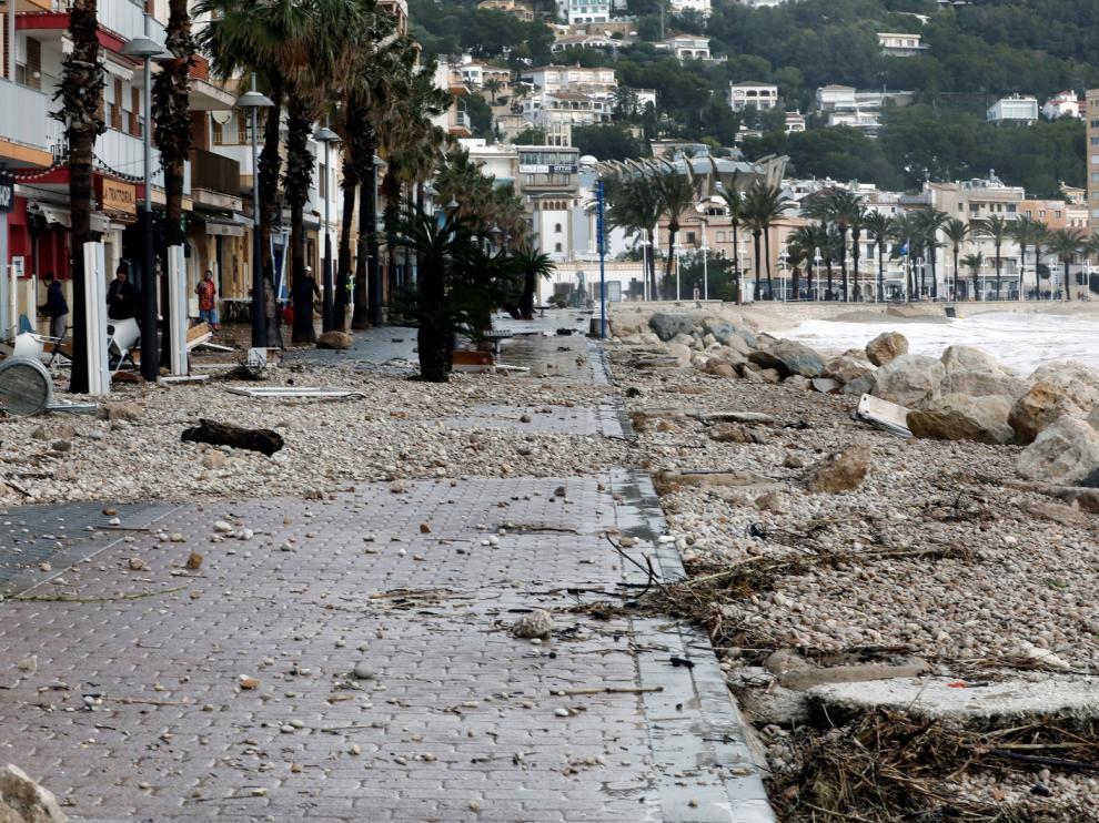 Muere un hombre al ser golpeado por una teja derribada por el viento en Ávila