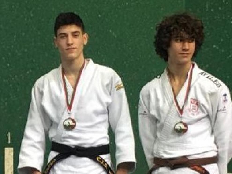 Plata para Alba Ramírez y Raquel Miret, del Ibón, y bronce para Rodrigo Pérez, del Binéfar