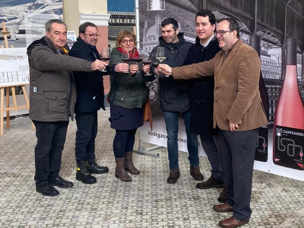 Canfranero, el primer vino que rinde tributo al Canfranc y la estación