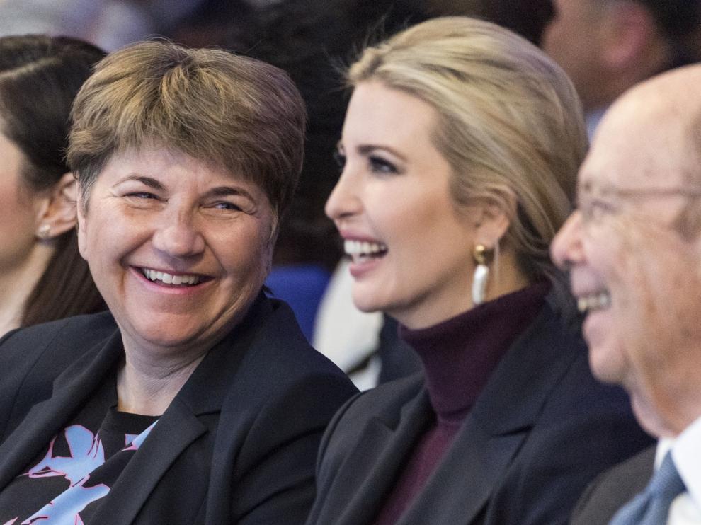 """EE. UU. """"amenaza"""" en Davos con una tasa digital global"""
