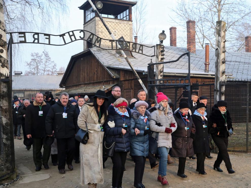 Supervivientes de Auschwitz regresan al campo nazi