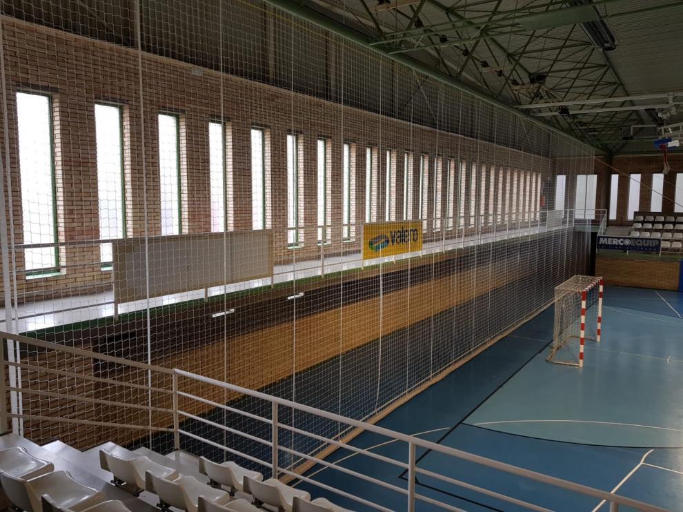 El ayuntamiento de Fraga realiza trabajos de mantenimiento y reparación en instalaciones deportivas