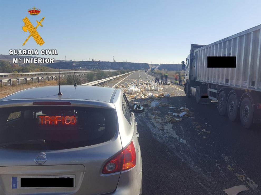 La Guardia Civil de Huesca investiga al conductor de un camión por un delito de conducción temeraria