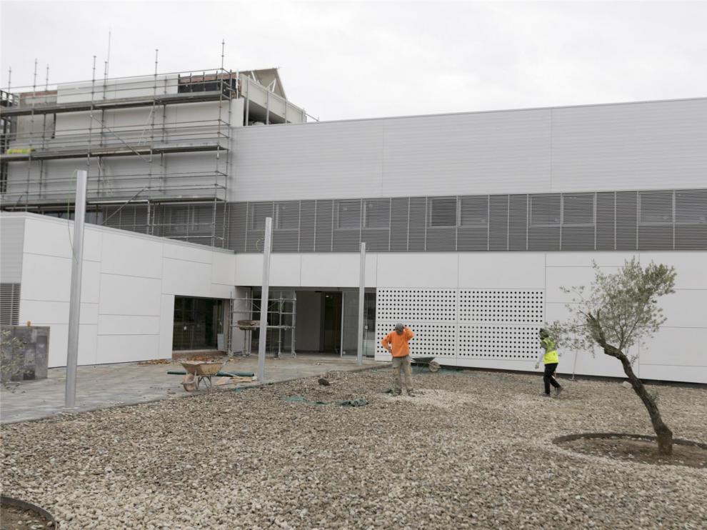 El pleno, con la oposición del PSOE, exige a Sanidad una fecha para la apertura del Centro de Salud de Los Olivos