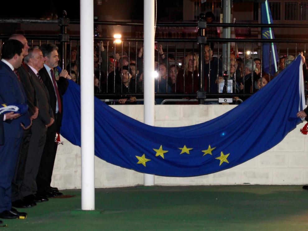 Gibraltar se despide de la UE con la arriada de la bandera europea
