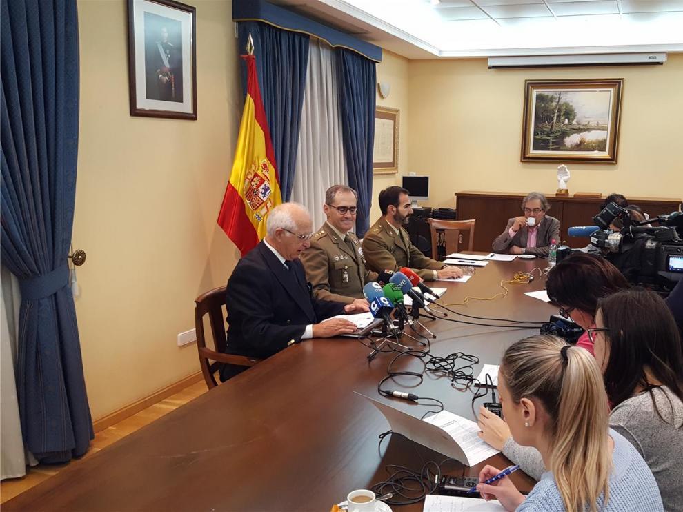 """La Subdelegación y la Hermandad de Veteranos acercan la """"cultura de la defensa"""" a Huesca"""