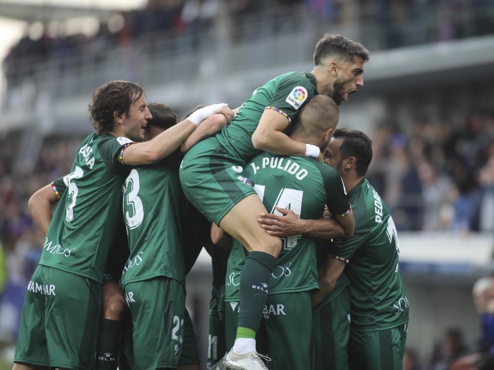 El mejor Huesca regresa para vencer al Almería (3-2)