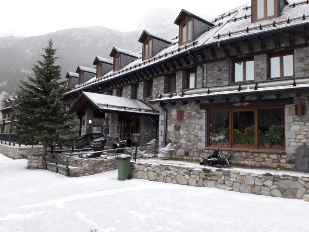 La nieve regresa a algunas zonas del Pirineo de Huesca en torno a los 900 metros
