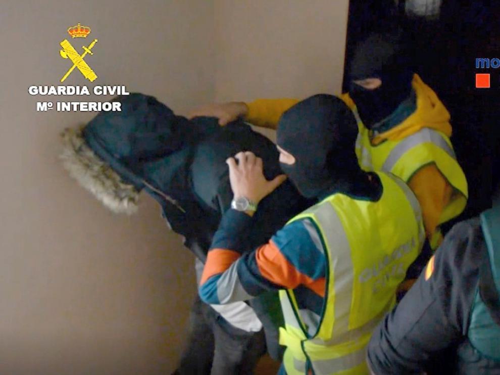 Condenas por 36 años para seis personas por robar 72 casas
