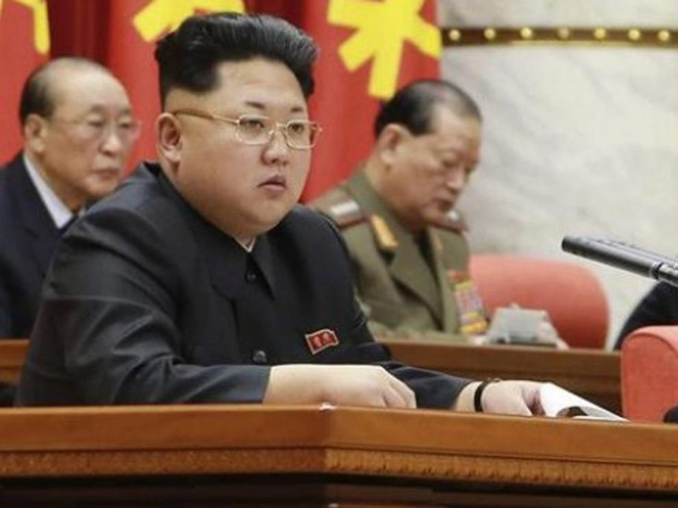 """Kim Jong Un estudia con su cúpula militar de Gobierno nuevas medidas de """"disuasión bélica"""""""
