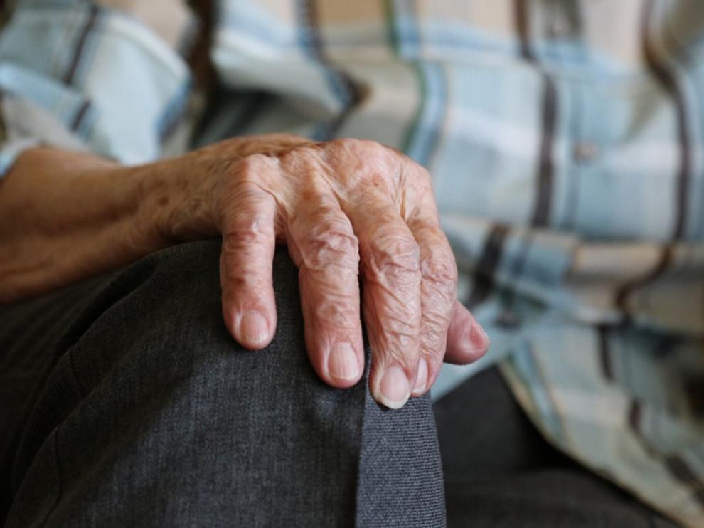 Se recomienda a los mayores tratar de mantener unas rutinas y estar en contacto permanente con sus familias