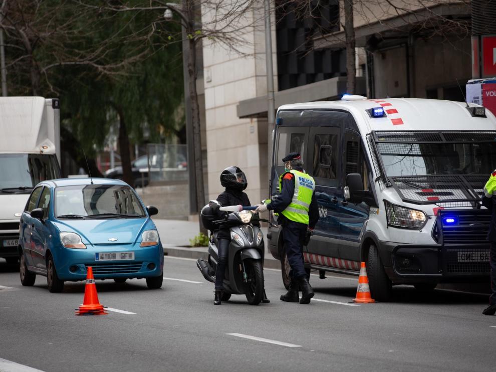 Más de 8.000 denuncias de Mossos y policía local por saltarse el confinamiento en Cataluña en un día