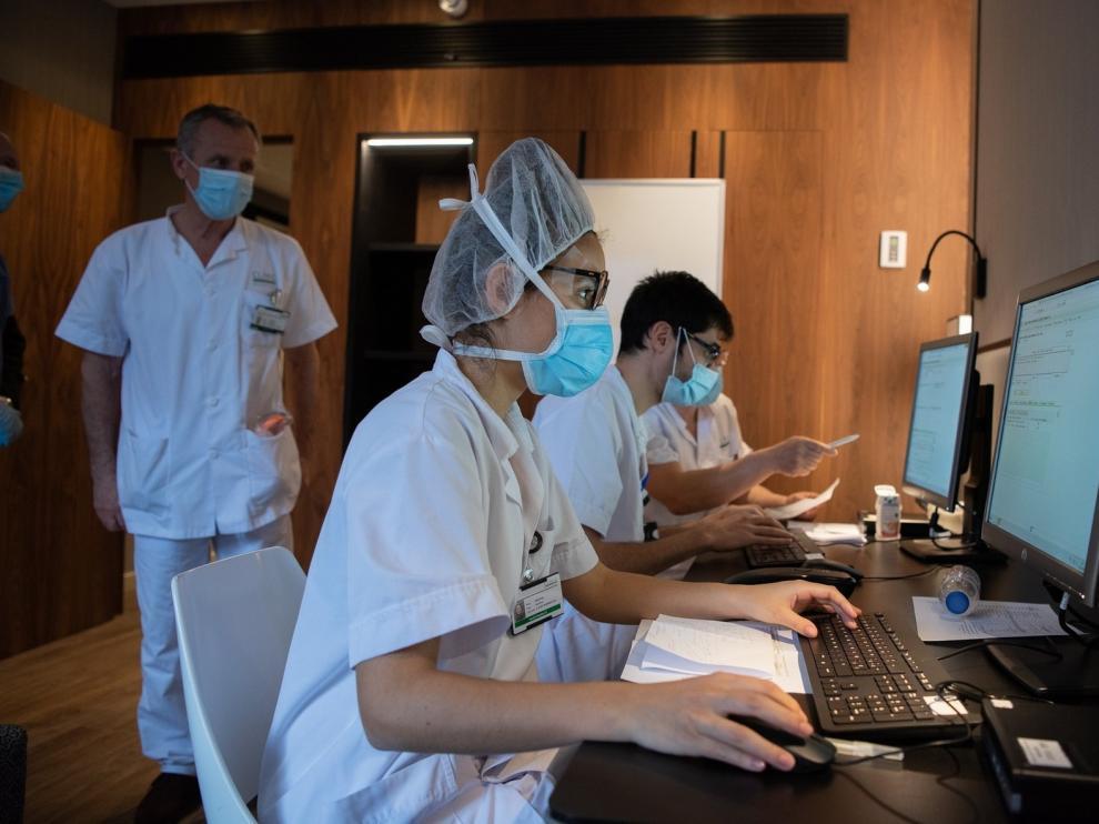 Salud de Cataluña recomienda no ingresar a pacientes de más de 80 años a la UCI