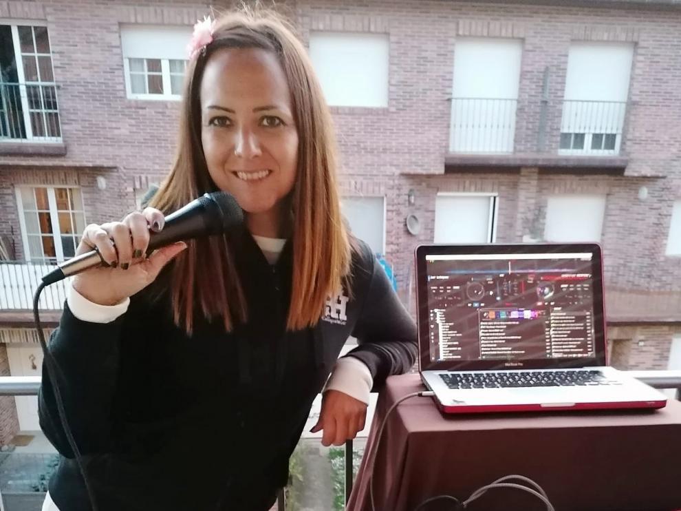 """Amaya Elizalde: """"Pongo música muy animada para que los vecinos bailen y disfruten"""""""