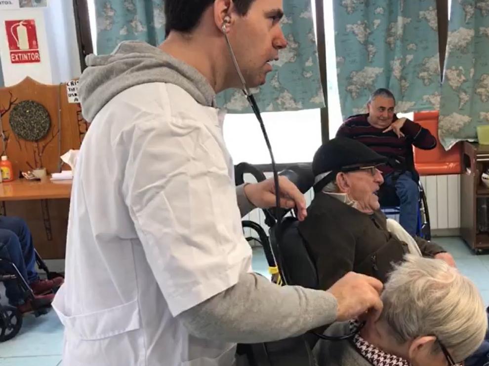 CAPÍTULO 7 El doctor Novago acude en auxilio de Ana María