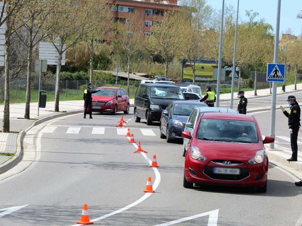 La Policía Local de Huesca extrema los controles en la vía pública durante las restricciones por coronavirus
