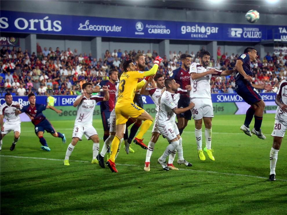 El Huesca prefiere negociar con los jugadores antes que hacer un ERTE