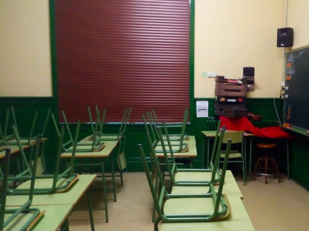 El Ayuntamiento de Huesca realiza labores de desinfección en los colegios públicos de la ciudad