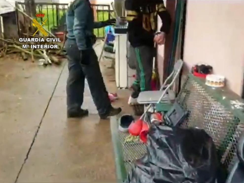 La Guardia Civil de Monzón detiene a dos personas por robar en una casa de campo
