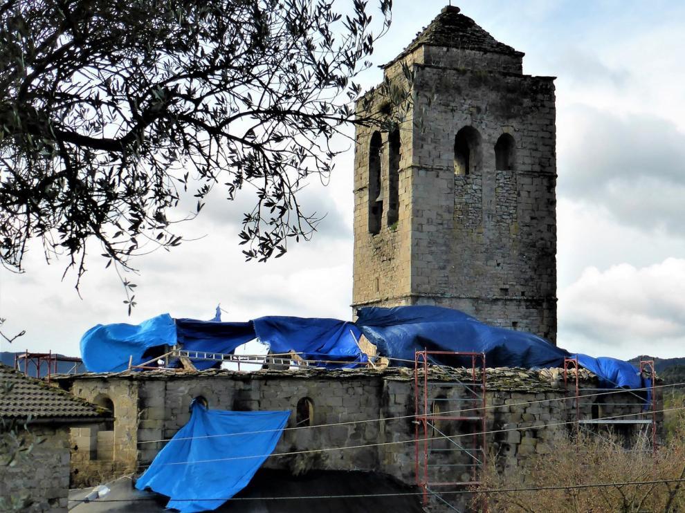 El parón pilla la iglesia de Castejón de Sobrarbe sin cubierta
