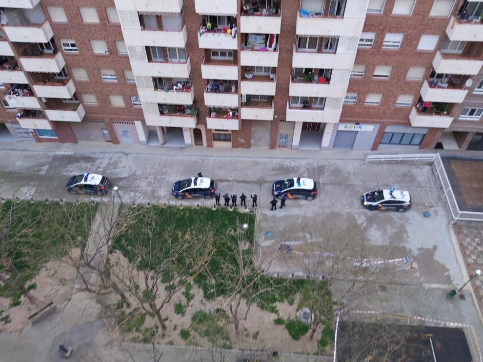 Fina celebra su cumpleaños con el calor de sus vecinos y de la Policía Nacional
