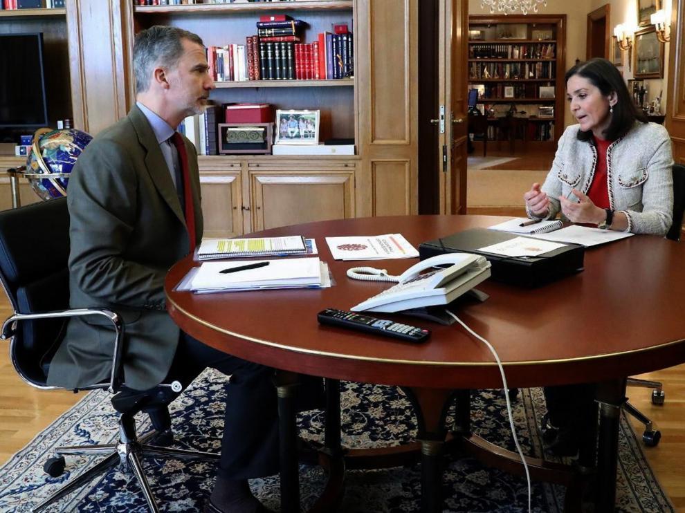 El Rey analiza la situación de la crisis generada por el coronavirus con la ministra de Industria