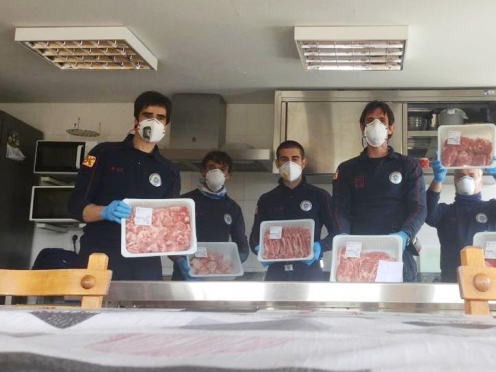Los Bomberos de Huesca agradecen la donación de alimentos de la Asociación Nacional de Ganaderos