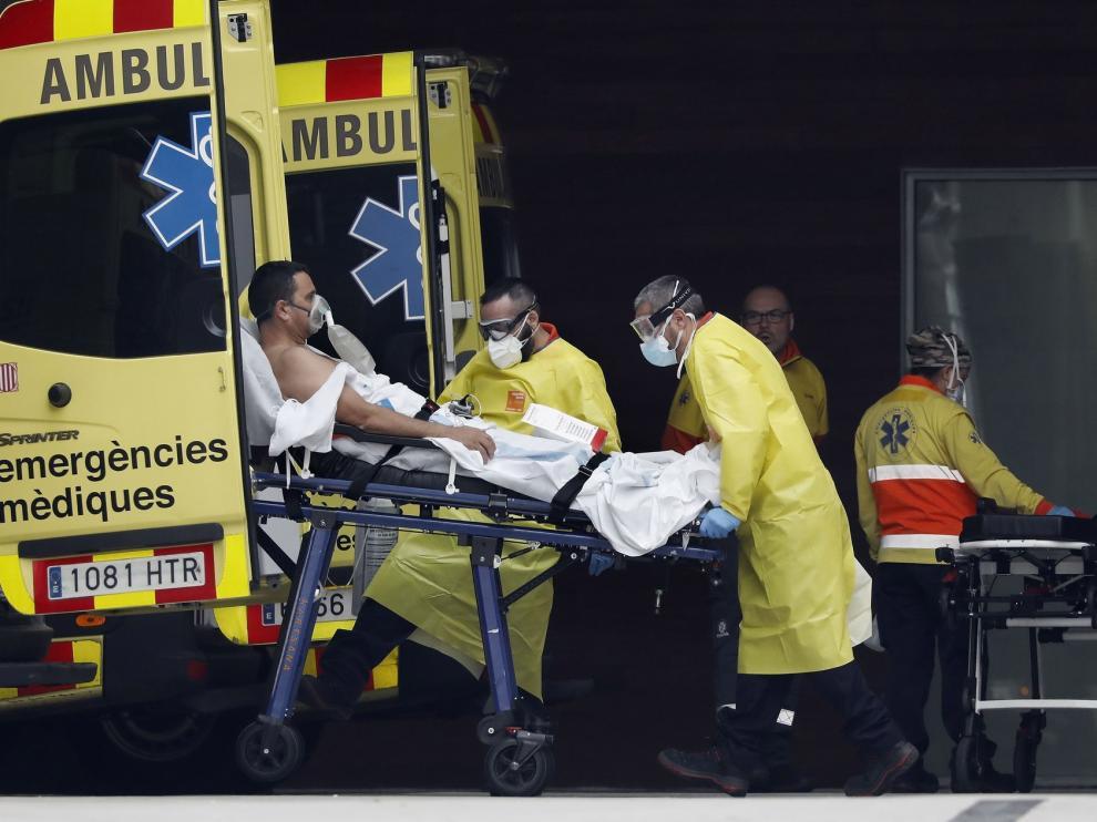 España supera los 140.000 casos de coronavirus y registra un aumento de muertes diarias, hasta 743, tras días cayendo
