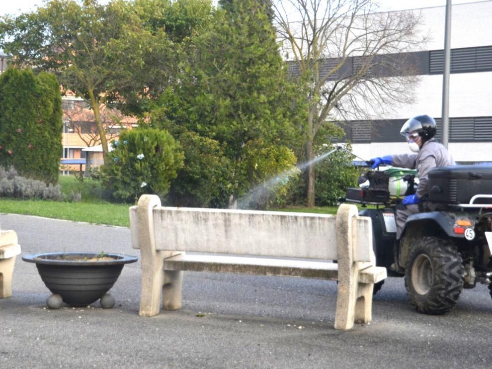 El Área de Servicios del Ayuntamiento de Barbastro intensifica las tareas de limpieza y desinfección