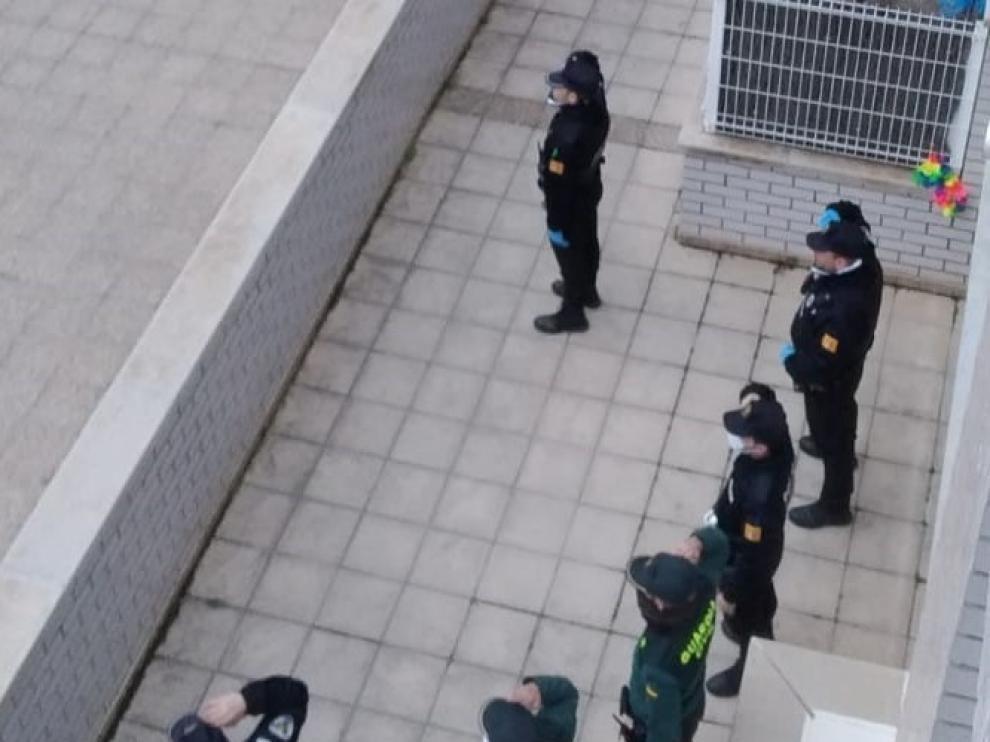 Guardia Civil y Policía Local dan las gracias en Barbastro