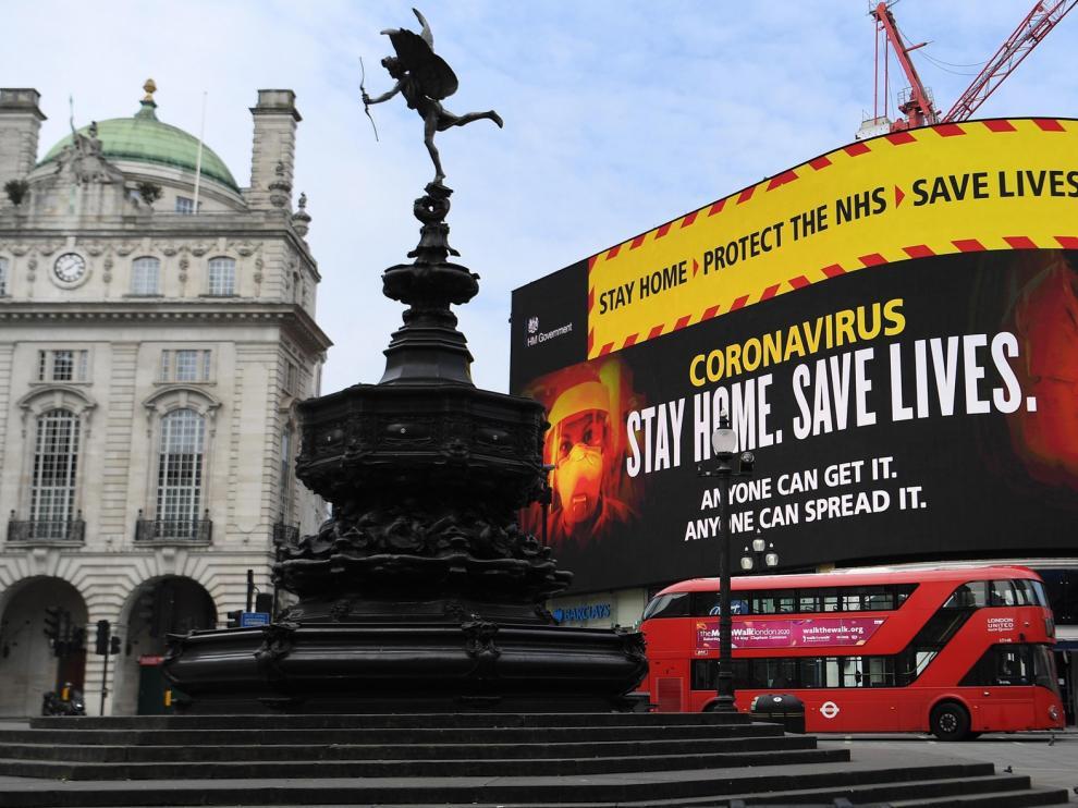 Boris Johnson mejora, mientras Reino Unido vive su peor momento