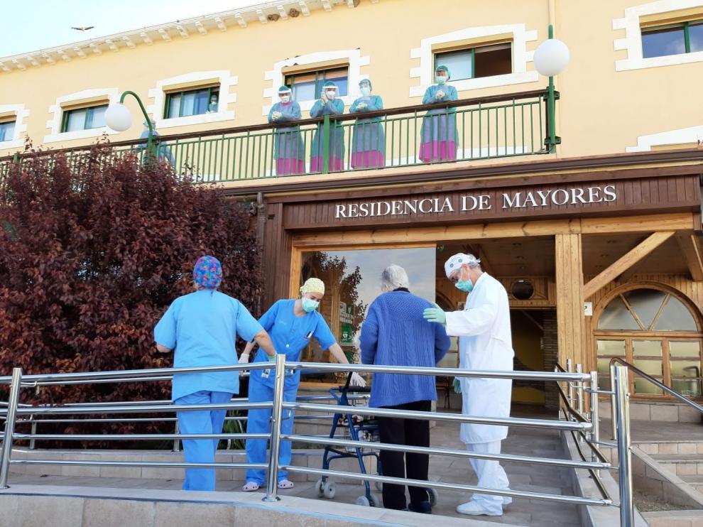Recibe en alta una nueva paciente de la Residencia la Abubilla afectada por coronavirus