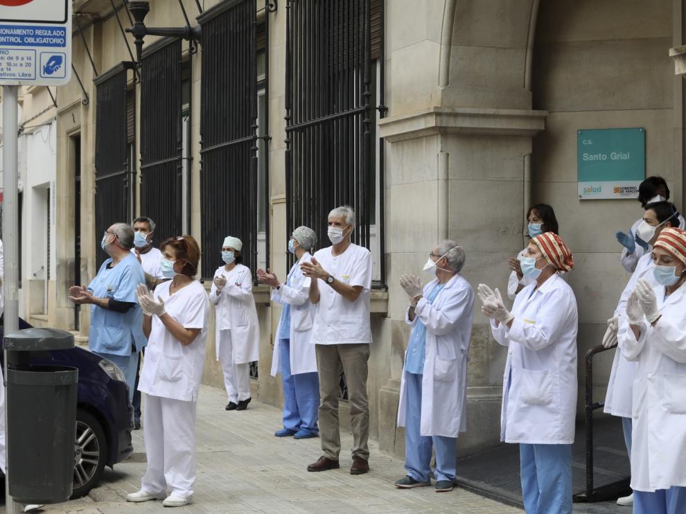 Los sanitarios de Huesca guardan silencio en recuerdo a su compañero fallecido a causa del coronavirus