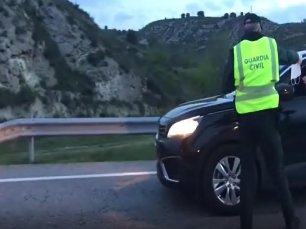 El reparto de marcarillas se realiza en las carreteras de Barbastro