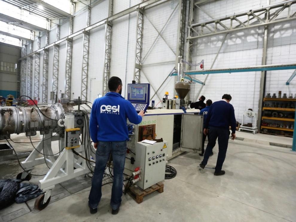 Plásticos Escanero estrena la planta de Almudévar y retoma toda su actividad