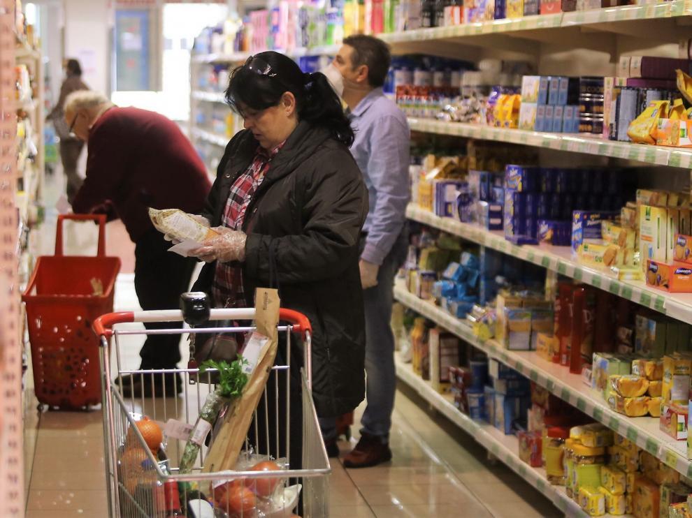 La OCU no detecta coronavirus en los envases de alimentos del supermercado