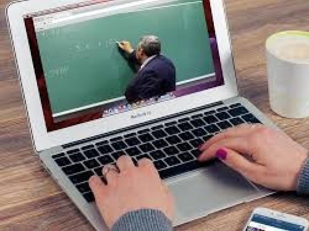 Los cursos online para el comercio se despiden con la venta a través de Facebook e Instagram