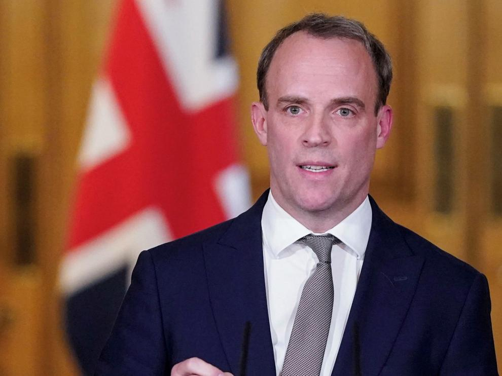 Reino Unido extiende el confinamiento después del récord de muertes por coronavirus