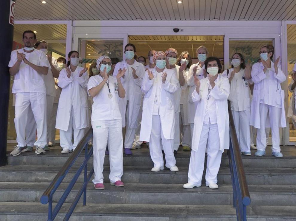 El sanitario del Hospital San Jorge que usó mascarillas defectuosas da negativo en el PCR
