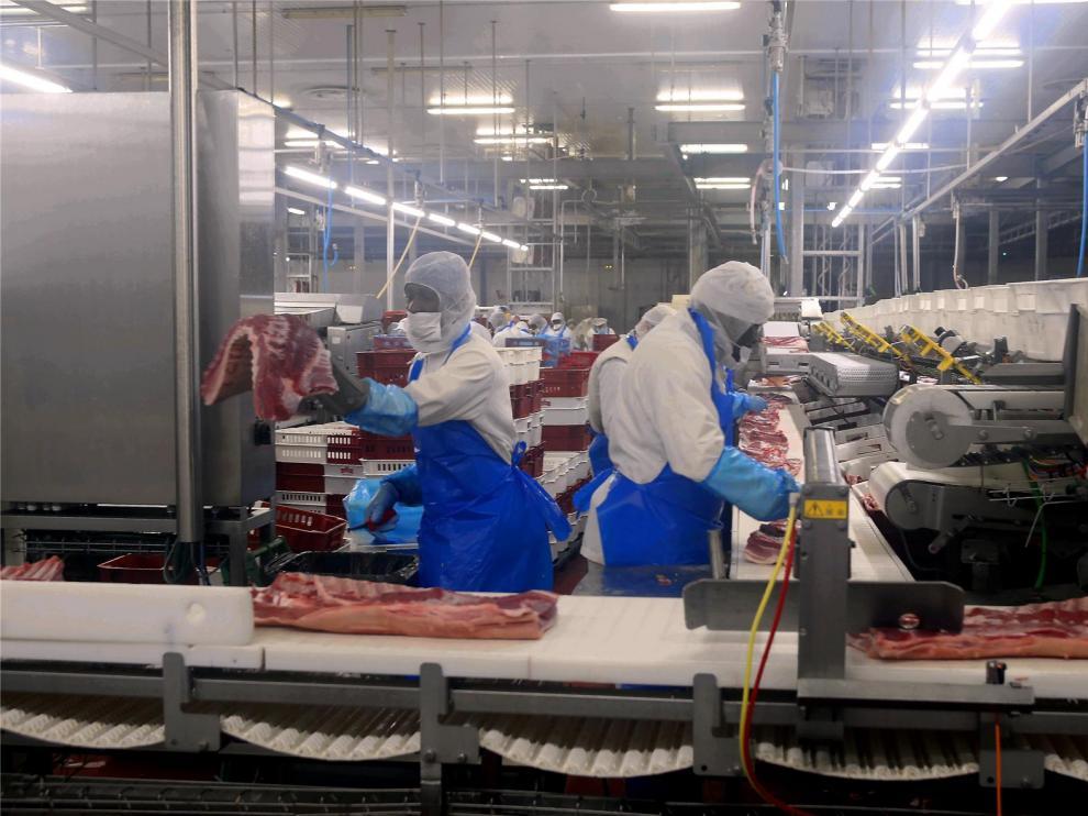 Salud Pública hace 120 pruebas de coronavirus en los mataderos de Binéfar
