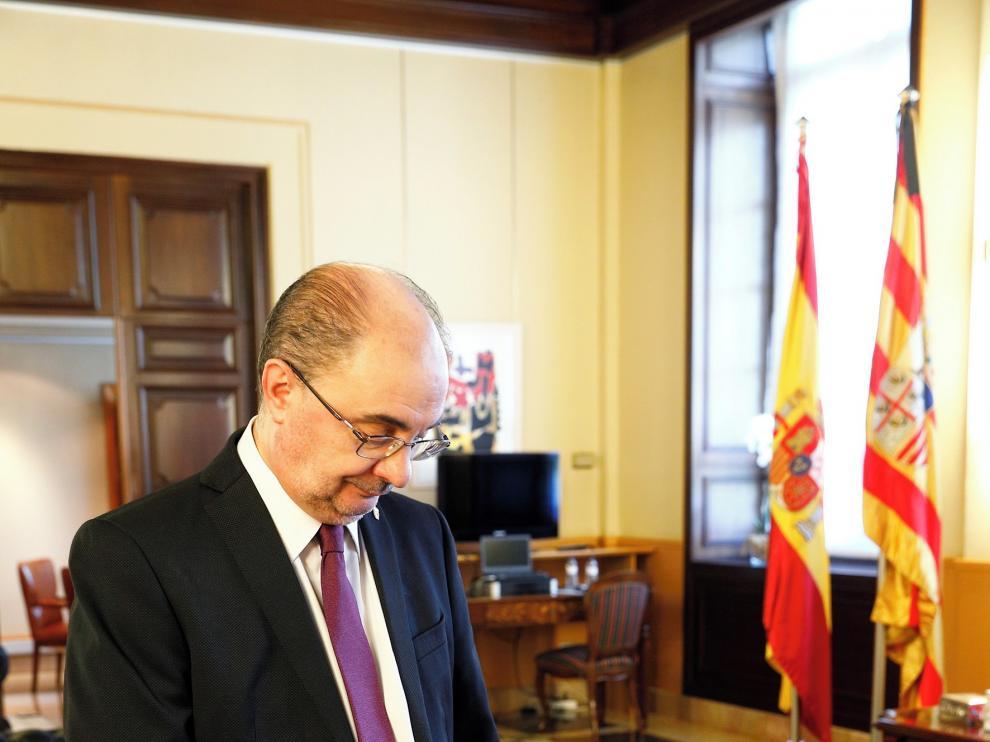"""Javier Lambán: """"Nadie sabe si la recuperación será en V o en L, lo que sí tiene que ser es con la A de Aragón y la E de España"""""""