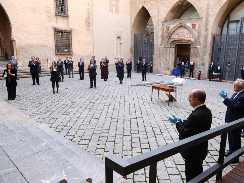 La sobriedad marca la celebración del Día de Aragón, dedicado a las víctimas de la pandemia y a los profesionales que nos cuidan