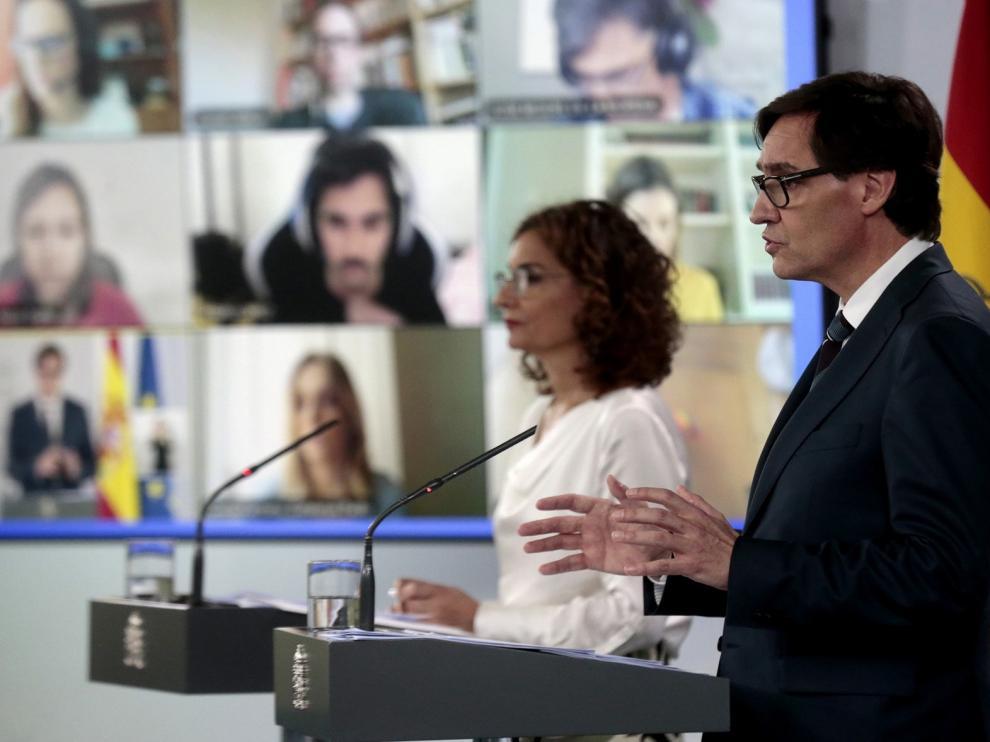 """El Gobierno negocia con las CCAA una """"desescalada"""" con garantías"""