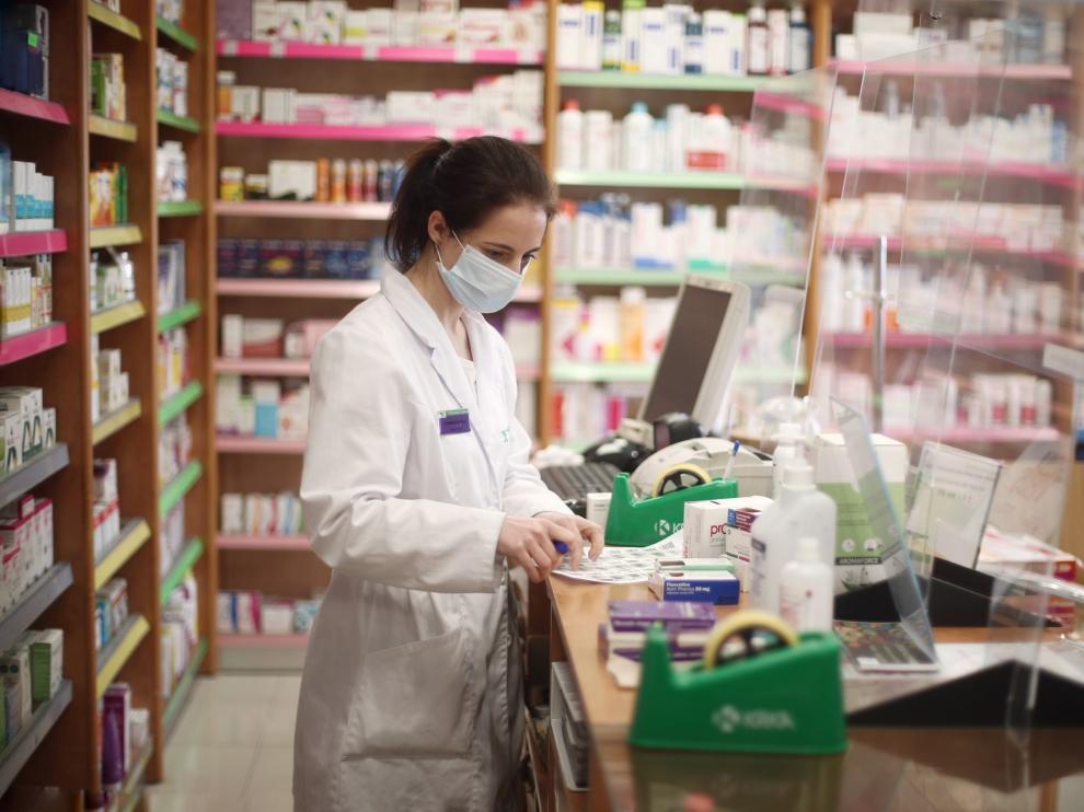 Un grupo de expertos pide que las farmacias hagan 100 test al día para cubrir a toda la población en 6 semanas
