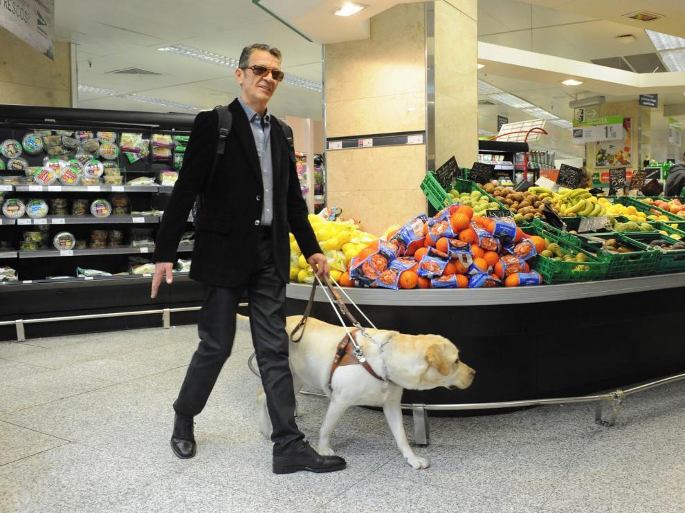 La Once pide ayudar a las personas ciegas a guardar la distancia de seguridad