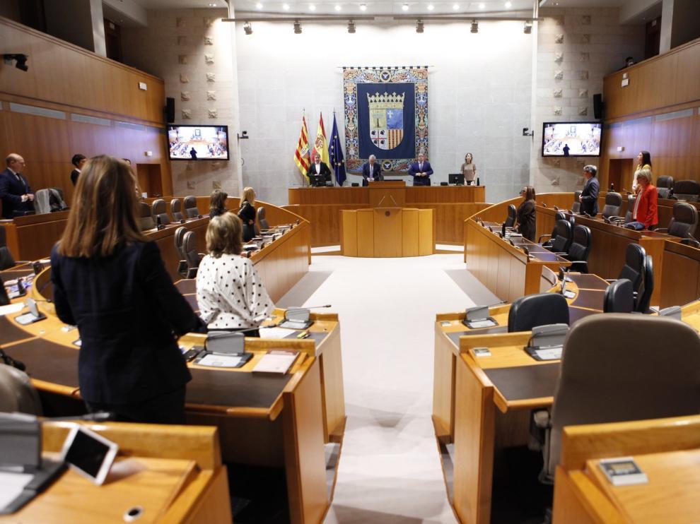 Las Cortes piden un plan para eliminar la brecha digital en la escuela
