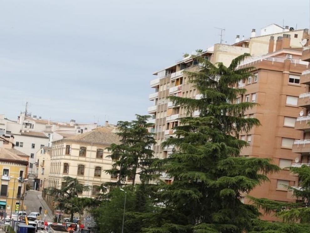 Corte de agua en el paseo Ramón y Cajal de Huesca para la instalación de la red de suministro