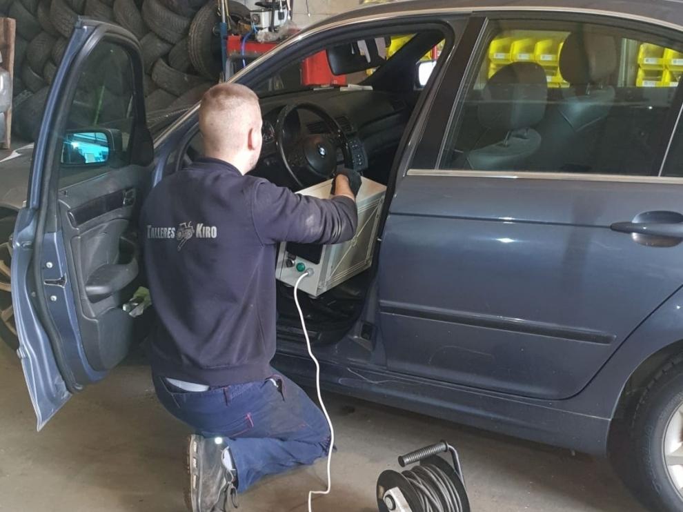 Un taller de Sabiñánigo incorpora limpieza de vehículos con ozono