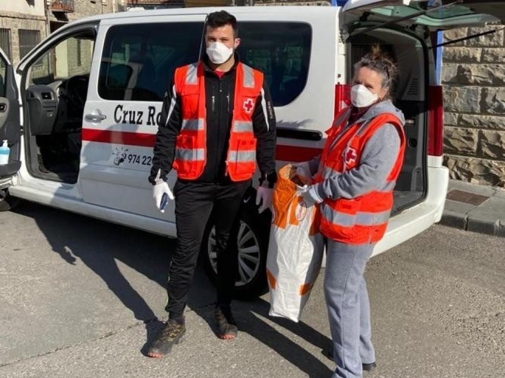 Voluntarios de Cruz Roja acompañarán en sus paseos dos veces a la semana a mayores de 70 años y dependientes que lo necesiten