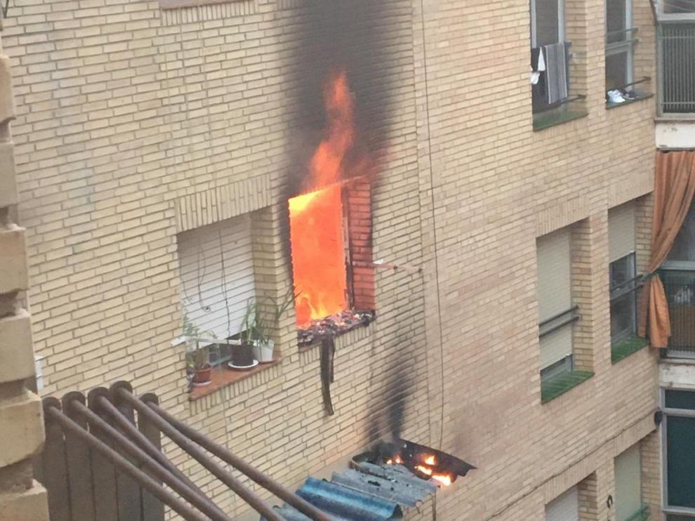 Se declara un incendio en un edificio de la calle Las Flores de Huesca